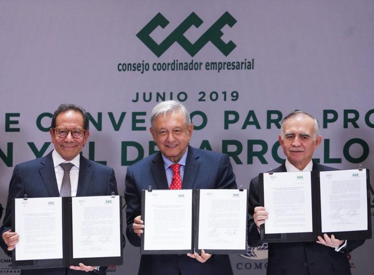 Revés a la soberanía energética: @lopezobrador_ y @cceoficialmx  acuerdan cumplir contratos privados en el sector energético.