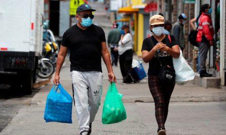 Trabajadoras y trabajadores de Santiago Ixcuintla rechazan la cuarentena impuesta por el gobernador Toño Echeverría y el presidente municipal Rodrigo Ramírez.